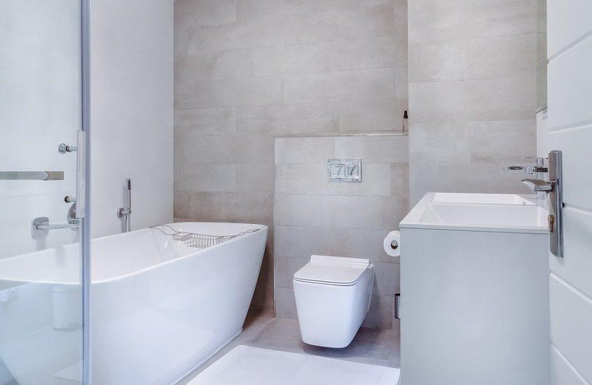 Zo kies je een aangepaste douchedeur en wand voor je douchecabine